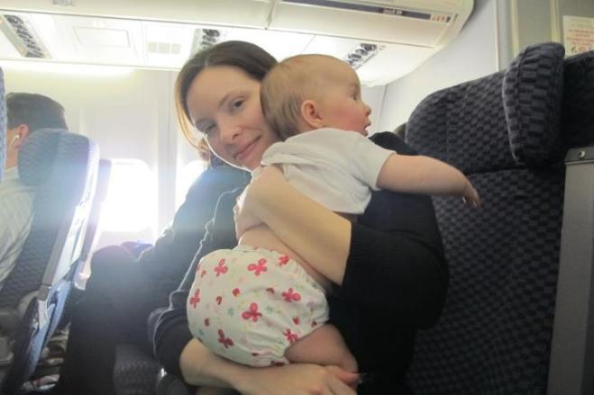 foto de uma mamã literalmente a viajar de fraldas :-)