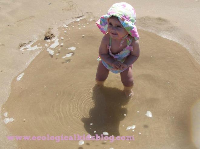 A linda Matilde, bebé da nossa cliente Telma Santo, aqui linda com uma fralda de natação integrada em fato de banho
